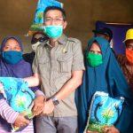 Peduli Masyarakat, Abdul Malik Salurkan Bantuan Beras