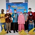 Sambut HUT Kota Kendari, PSMTI Berbagi 500 Paket Sembako