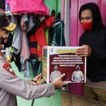 Kapolda Sultra Turun Langsung Serahkan Bantuan ke Warga Terdampak PPKM