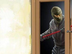 Aksi Pencuri Dengan Cara Bugil Terekam CCTV di Konsel
