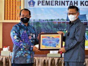 Dapat WTP 8 Kali, Wali Kota Kendari Terima Penghargaan Menteri Keuangan